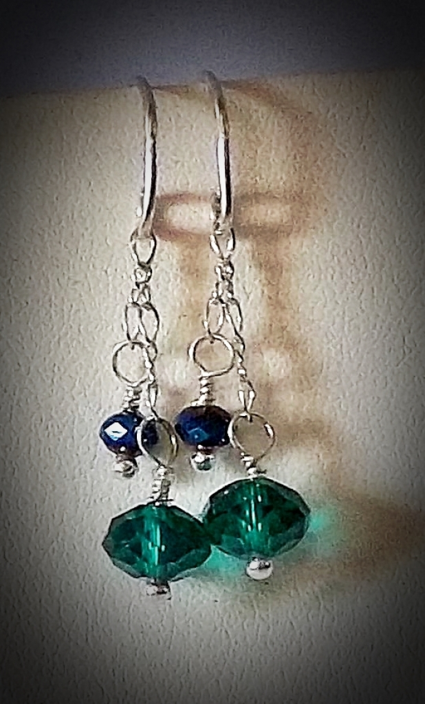 EMERALD CRYSTAL & STERLING EARRING