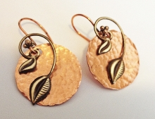 HAMMERED COPPER AND ANTIQUE LEAVES EARRINGS